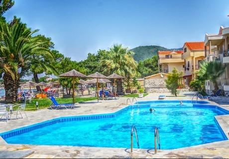 Лято 2020 на самия плаж в Скала-Рахониу, о. Тасос! Нощувка на човек в двойна стая със закуска и вечеря + частен плаж и басейн от хотел Rachoni Bay Resort