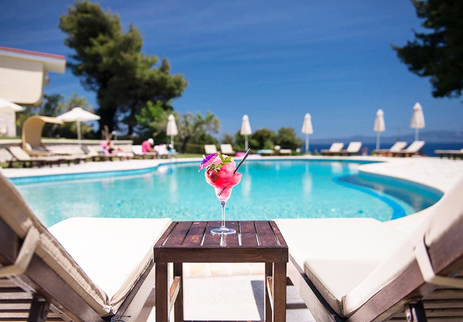 Лято 2020 в Криопиги, Халкидики, Гърция! Нощувка за двама или трима, закуска по избор + басейн в хотел Alkion