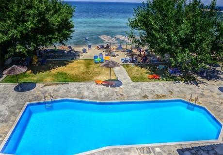 Лято 2020 на 1-ва линия на о. Тасос! Нощувка на човек в двойна стандарта стая на база All Inclusive + басейн в хотел Sunrise Beach***