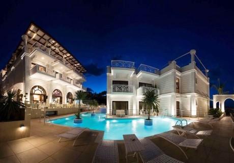 Ранни записвания лято 2020 на Олимпийската ривира, Пиерия, Гърция! Нощувка, закуска и вечеря на човек + басейн в хотел Royal Palace
