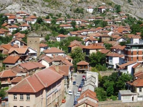Осми март в Кратово, Македония! Нощувка на човек със закуска  + транспорт  от ТА Поход