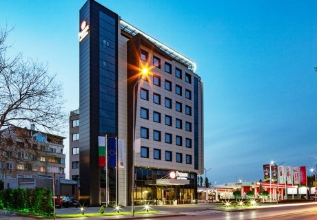 Уикенд в Пловдив! Нощувка на човек със закуска и вечеря в хотел Бест Уестърн Премиер