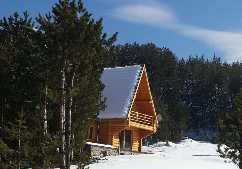 Нощувка за 17 човека в къща Ламбиеви колиби в алпийски стил край Банско - с. Краище