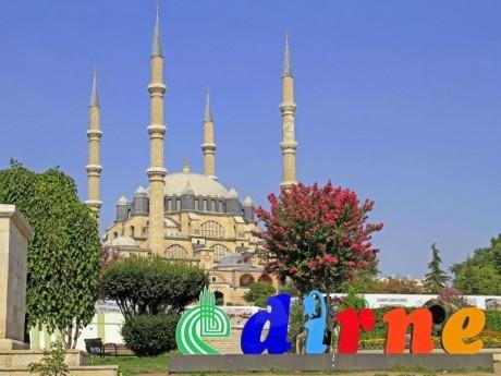 Еднодневна автобусна екскурзия до Одрин и Чорлу, Турция с нощен преход на ТОП цена от  ТА Поход
