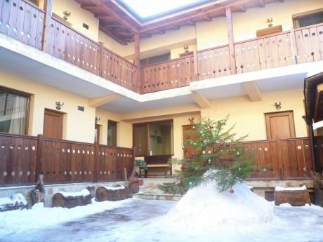 Нощувка за 20 човека + механа в къща Кадева Пажоко - Банско