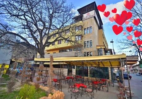Свети Валентин във Велинград!  2 нощувки на човек със закуски и вечери, една празнична + басейн и СПА с минерална вода от хотел България