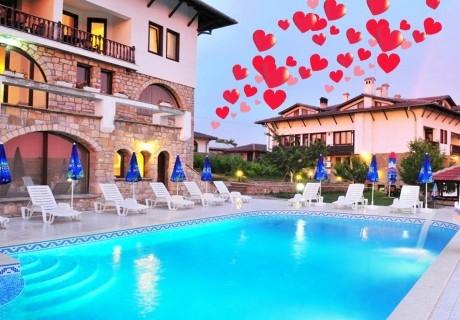 Свети Валентин в Арбанаси! 2 или 3 нощувки на човек със закуски и романтична вечеря с DJ парти + 2 басейна и релакс зона от хотел Винпалас