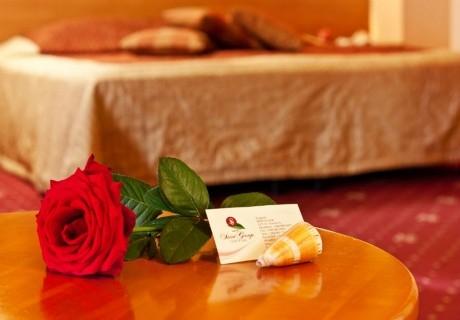 Празника на любовта и виното в Поморие! 1 или 2 нощувки на човек със закуски и празнична вечеря  + басейн и СПА в хотел Сейнт Джордж****