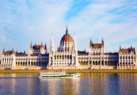 Екскурзия за Свети Валентин до Будапеща и Нови Сад! Транспорт + 3 нощувки на човек със закуски от Еко Тур