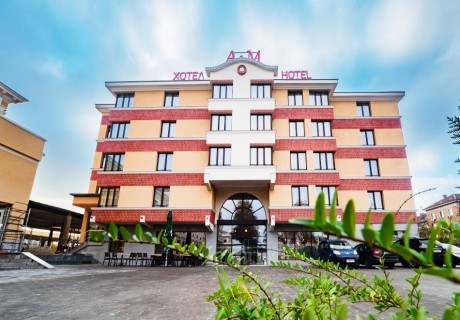 Нощувка за двама, трима или четирима от хотел А & М, Пловдив