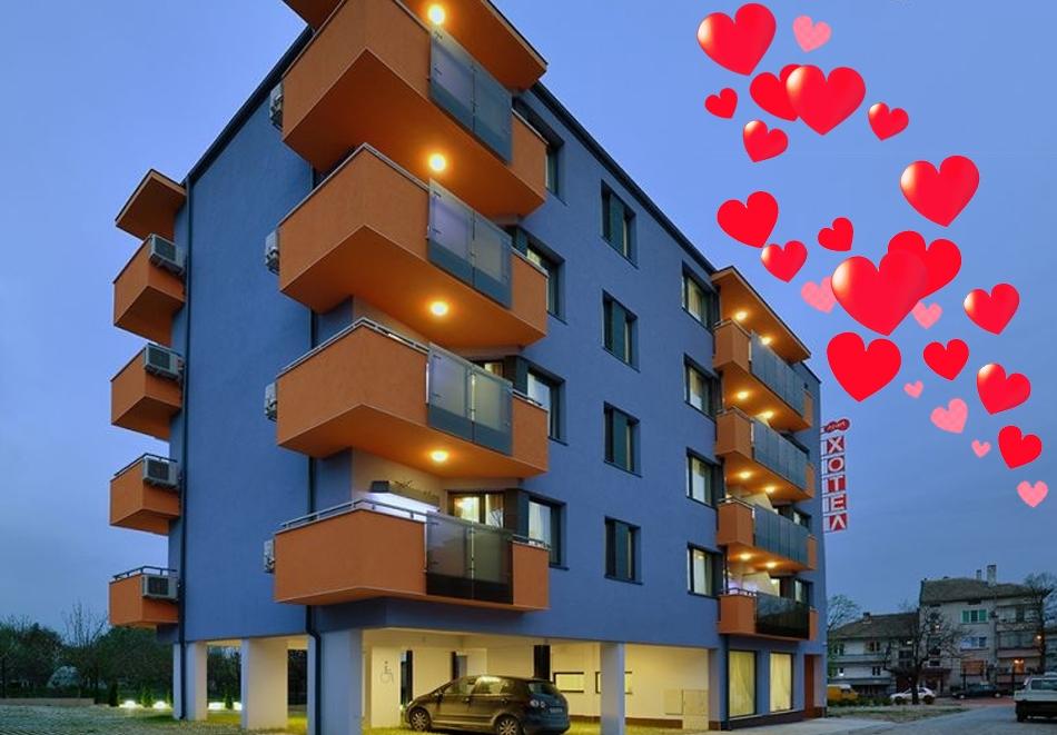 Свети Валентин в хотел Хелоу Хисар, Хисаря! 2 нощувки за ДВАМА + празнична вечеря