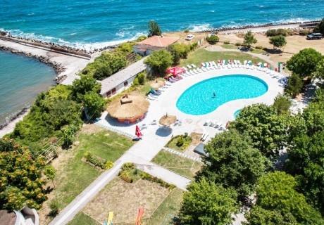 Ранни записвания за лято 2020 в хотел Кремиковци, Китен! Нощувка за двама на база All inclusive + басейн. Дете до 12г. БЕЗПЛАТНО