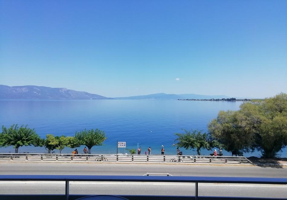 Ранни записвания за море в Гърция! Нощувка на човек със закуска на 50 метра от плажа в хотел Astir Bianko, Агиос Константинос