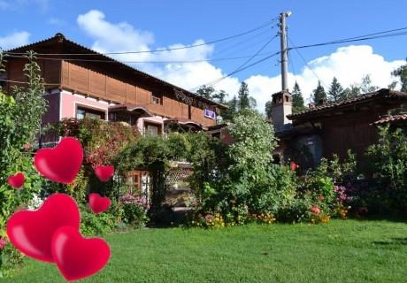 Свети Валентин в Копривщица! 2 или 3 нощувки със закуски за ДВАМА от стаи за гости Златният Телец