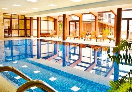Зимна ски почивка в Банско! Нощувка на човек със закуска и вечеря  + басейн и релакс център в хотел Роял Банско