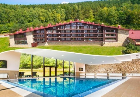 Нощувка на човек със закуска + басейн със средиземноморски соли и парна баня в хотел Вила Магус****, Кладница
