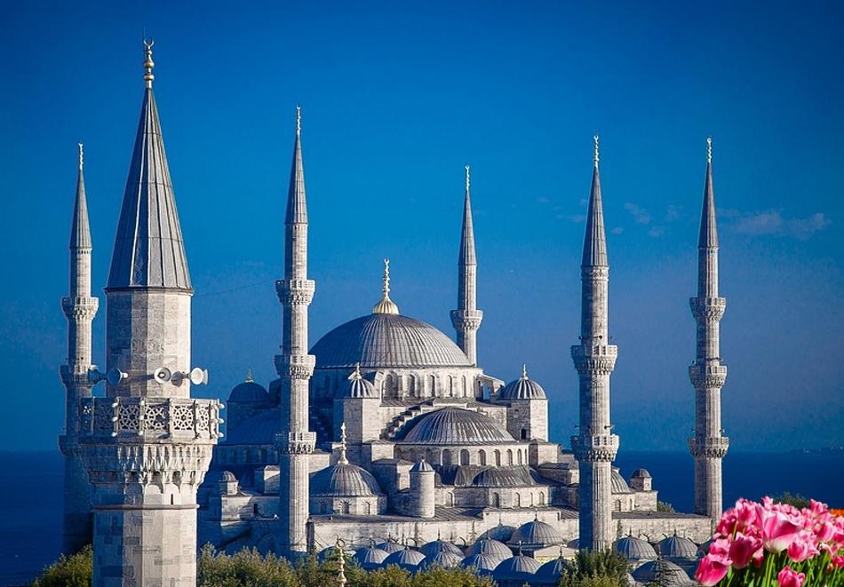 Екскурзия до Истанбул, Турция за Фестивала на Лалето! Транспорт и 2 нощувки на човек в историческата част на града + закуски от Караджъ Турс