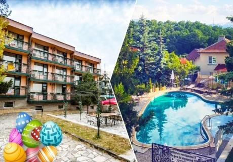Великден в Пчелински бани, до Костенец! 3 нощувки на човек на база All inclusive light + 2 басейна с гореща минерална вода и сауна от хотел Виталис