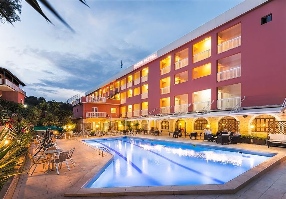 Ранни записвания за лято 2020 на 1-ва линия на о. Корфу, Гърция! Нощувка на човек със закуска и вечеря + басейн в хотел Oasis. Дете до 12г. - БЕЗПЛАТНО