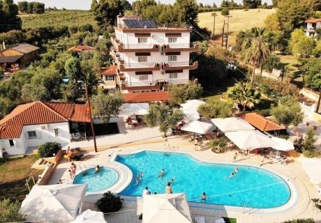 Ранни записвания за лято 2020 в Ситония, Гърция! Нощувка, закуска и вечеря на човек + басейн в хотел Olympic Bibis***, на 200м. от плажа