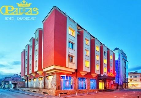 Нощувка на човек със закуска и вечеря + джакузи, парна баня и сауна от хотел Палас****, Казанлък