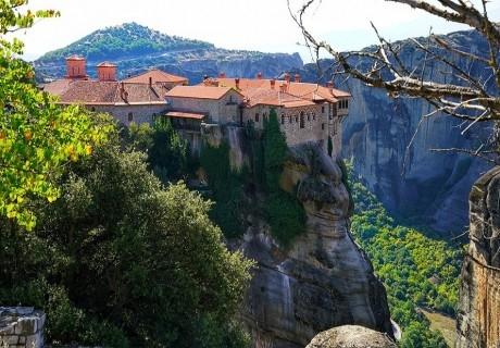 Екскурзия за Великден до Солун, Паралия Катерини и Метеора! Транспорт + 2 нощувки на човек със закуски, 1 вечеря, 1 празничен великденски обяд от Бояна Тур