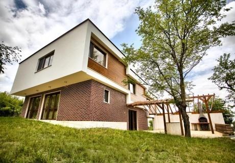 Наем на луксозна къща за 10 или 14 души + барбекю от къща за гости Дрийм, с. Добревци, до Ловеч