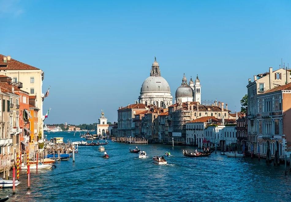 Екскурзия до Италия - Венеция, Верона, езерото Гарда, Сирмионе! Транспорт + 3 нощувки на човек със закуски от Еко Тур