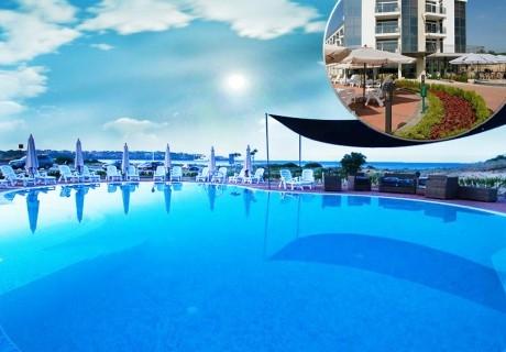 7 нощувки на човек със закуски + басейн от хотел Южна Перла, на брега на къмпинг Каваци, Созопол