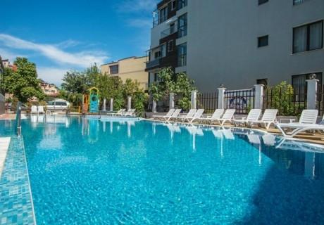 Нощувка на човек + басейн от хотел Флагман***, на 70м. от плаж Хармани, Созопол