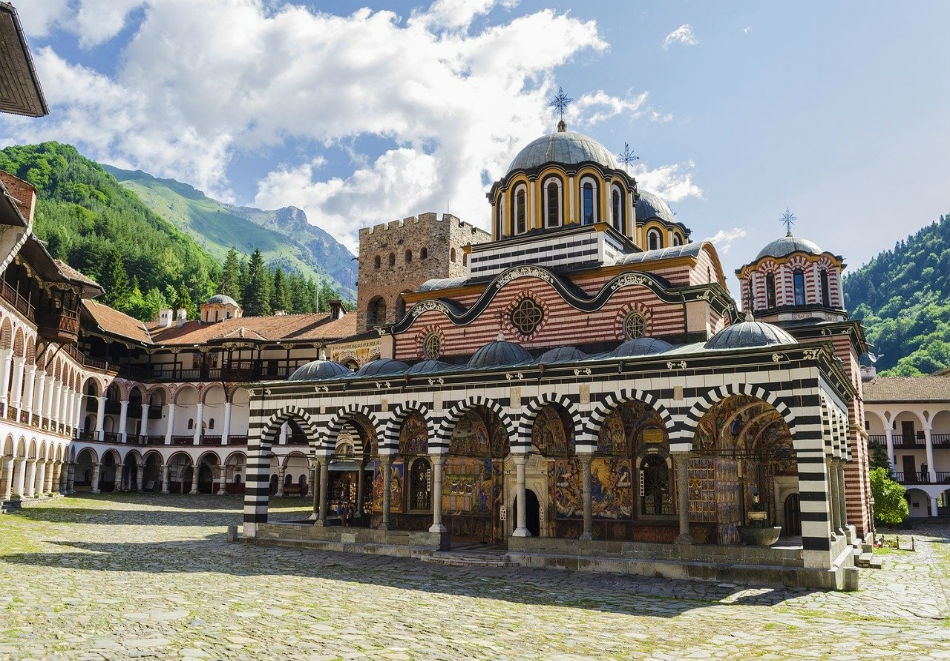 Еднодневна автобусна екскурзия до Рилския манастир през април на ТОП цена от ТА Поход