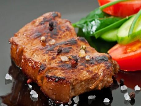 1.5 кг. бавно готвено свинско с BBQ сос и пухкаво картофено пюре от Кулинарна работилница Деличи, София
