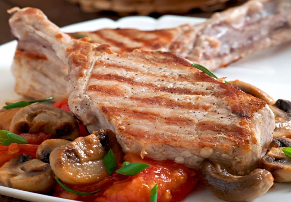 Семейно меню за ЧЕТИРИМА със супа, свинско задушено със зеленчуци и бисквитена торта от Кулинарна работилница Деличи, София