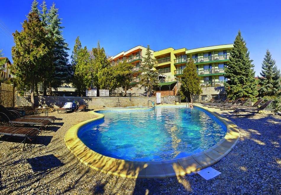 Нощувка за ДВАМА на база All inclusive light + външен и вътрешен басейн с гореща минерална вода и сауна от хотел Виталис, к.к. Пчелински бани