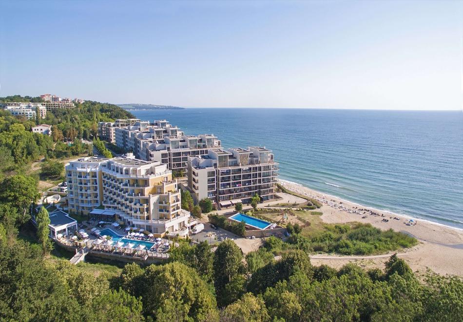 3+ нощувки на човек + басейн, шезлонг и чадър на плажа от хотел Марина Сендс**** на 50м. от морето в Обзор