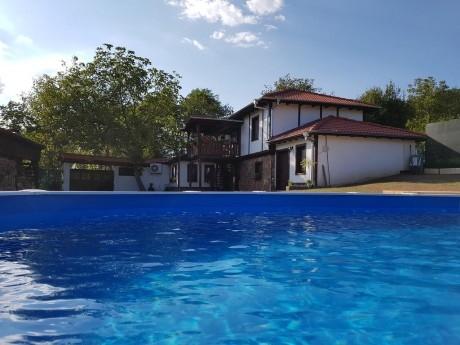 Нощувка за 6+3 човека + басейн и механа в къща Андре до Правец - с. Разлив