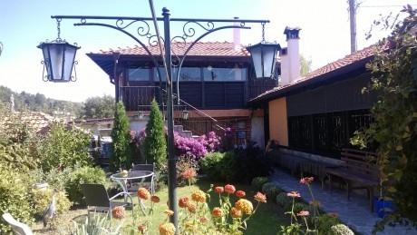 Нощувка за до 7, 10 или 20 човека + барбекю и китен двор в къща При чорбаджийката в Калофер