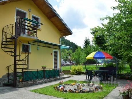 Нощувка за 10 човека + барбекю, басейн и детски кът в къща Грация край Троян - с. Балканец