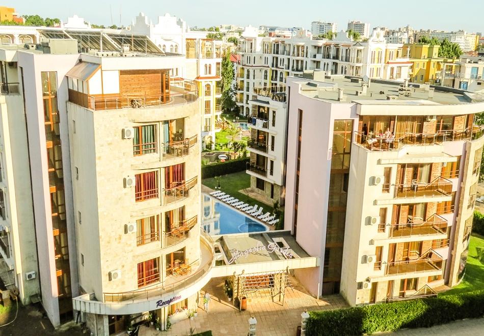 Нощувка за ДВАМА, ТРИМА или ЧЕТИРИМА в апарт хотел Магнолия Гардън, Слънчев бряг