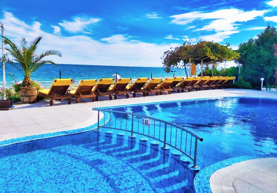 Нощувка на човек + басейн в хотел Афродита****, Несебър