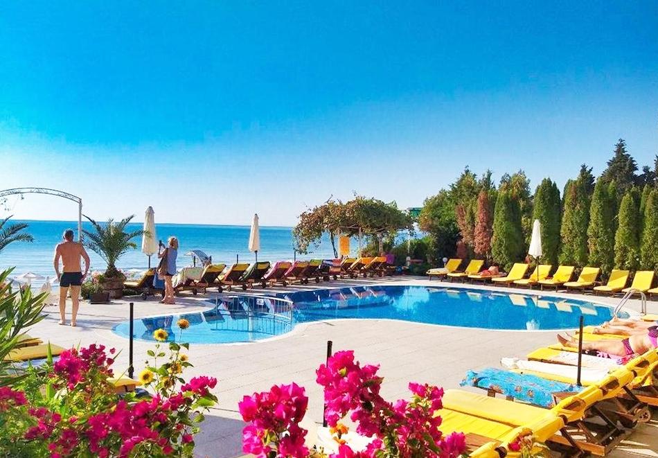 Нощувка за двама + басейн в апарт хотел Афродита, Несебър. 2 деца - БЕЗПЛАТНО!