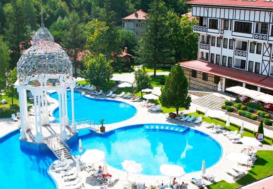 СПА почивка в Девин! Нощувка на човек със закуска, обяд* и вечеря* + басейн с минерална вода от СПА хотел Орфей 5*