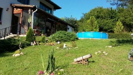Нощувка за до 12 човека с включена закуска + малък басейн в къща Ая край Трявна - с. Плачковци