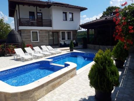 Нощувка за до 8, 10 или 18 човека + басейн и барбекю в Къщи Алекс - Елена