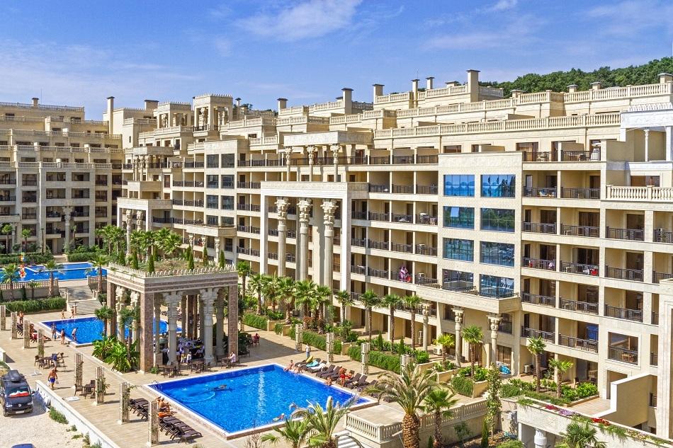 Нощувка на човек + закуска по желание + басейни в апартхотел Аргищ Партез****, Златни Пясъци