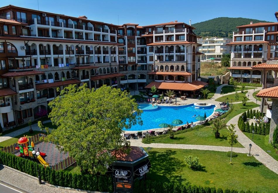 Нощувка на човек + ползване на басейн от Апарт хотел Олимп, Свети Влас