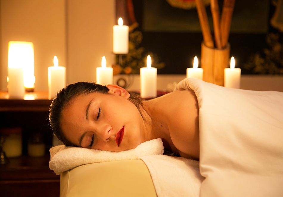 За Варна: Класически 30 мин. масаж на гръб само за 10.99 лв. в Уелнес център