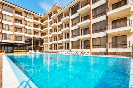 През Юни в Свети Влас! 2 нощувки в апартамент за двама със закуски + басейн и релакс зона в Макон Резиденс Уелнес и Спа