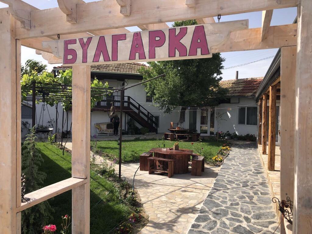 Нощувка за до 14 или до 28 човека + голяма банкетна зала, басейн и СПА в къща Булгарка край Шумен - с. Дибич