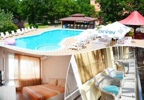 Нощувка на човек на база All inclusive + басейн в хотел Нева Бийч, Китен, на 100м. от плаж Атлиман